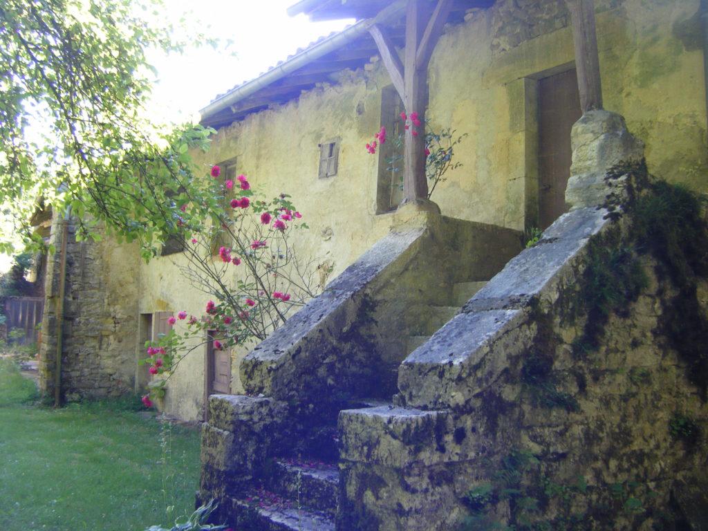 Escalier de l'ancienne cure à Villechantria