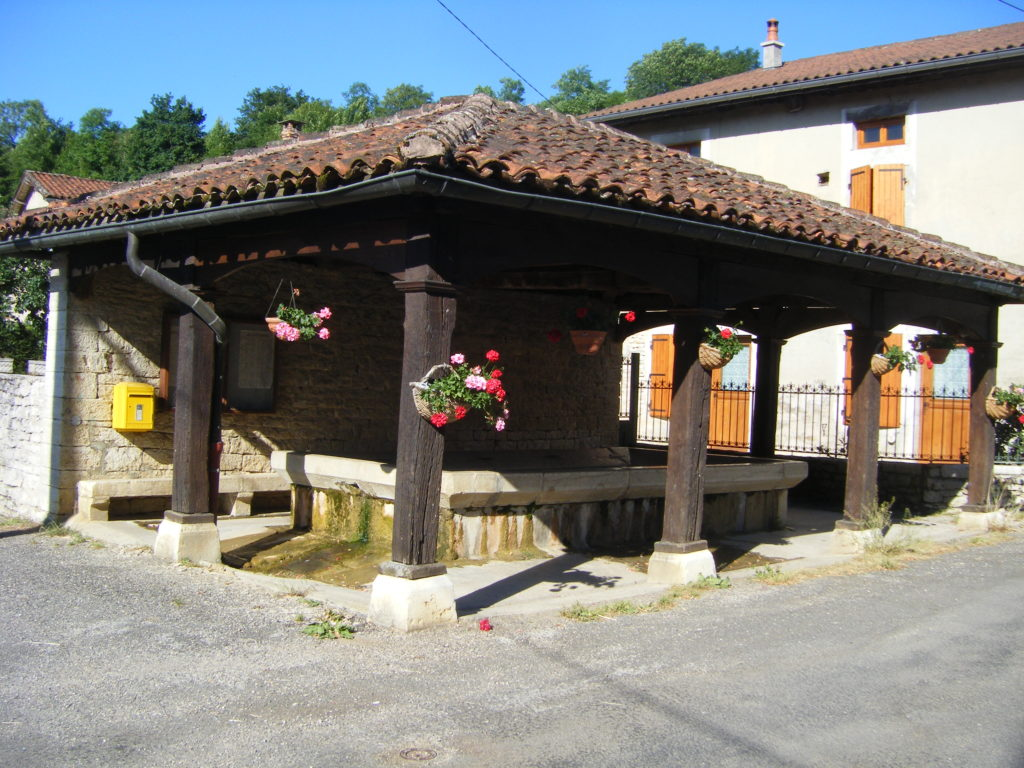 Lavoir de Villechantria (extérieur fleuri)