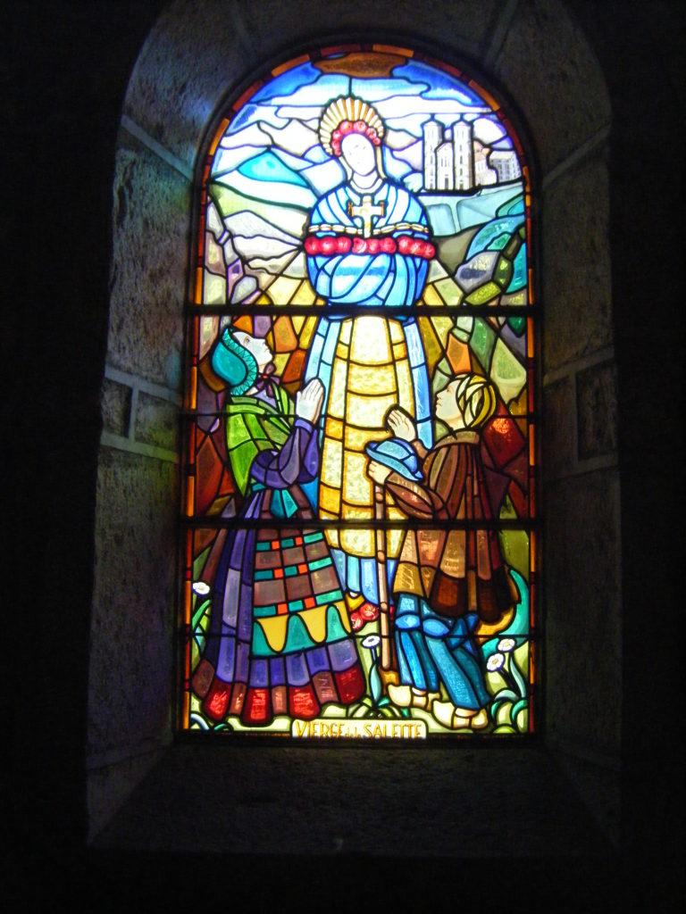 Vitrail Église St Clair de Villechantria Vierge de la Salette