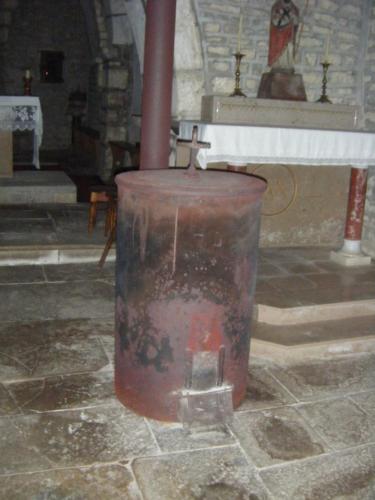Église St Clair Villechantria - poële à bois