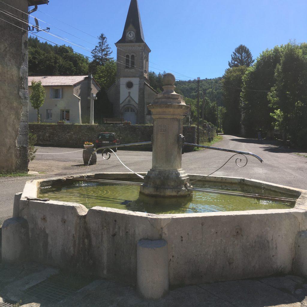 Fontaine et église de Villechantria