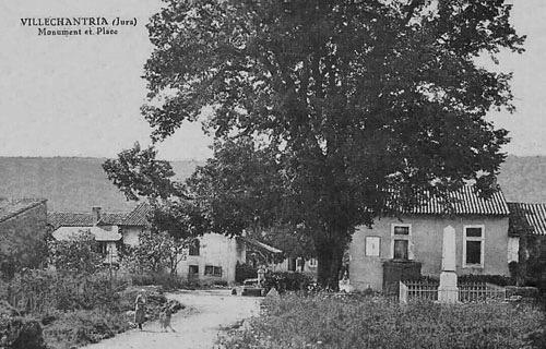 Carte postale ancienne de la place de Villechantria